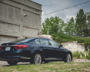 2015 Kia K900 V-8 Exterior Rear and Side View