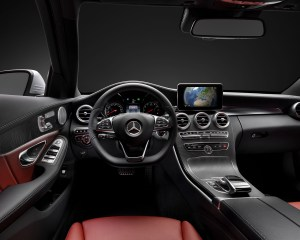 2015 Mercedes-Benz C-Class Cockpit and Speedometer