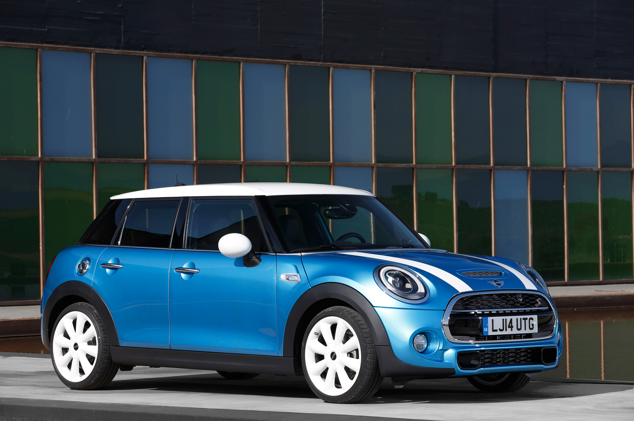 2015 Mini Cooper Hardtop 4-Door Exterior Profile