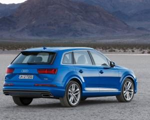 2016 Audi Q7 Rear Side View