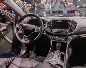 2016 Chevrolet Volt Cockpit and Dashboard