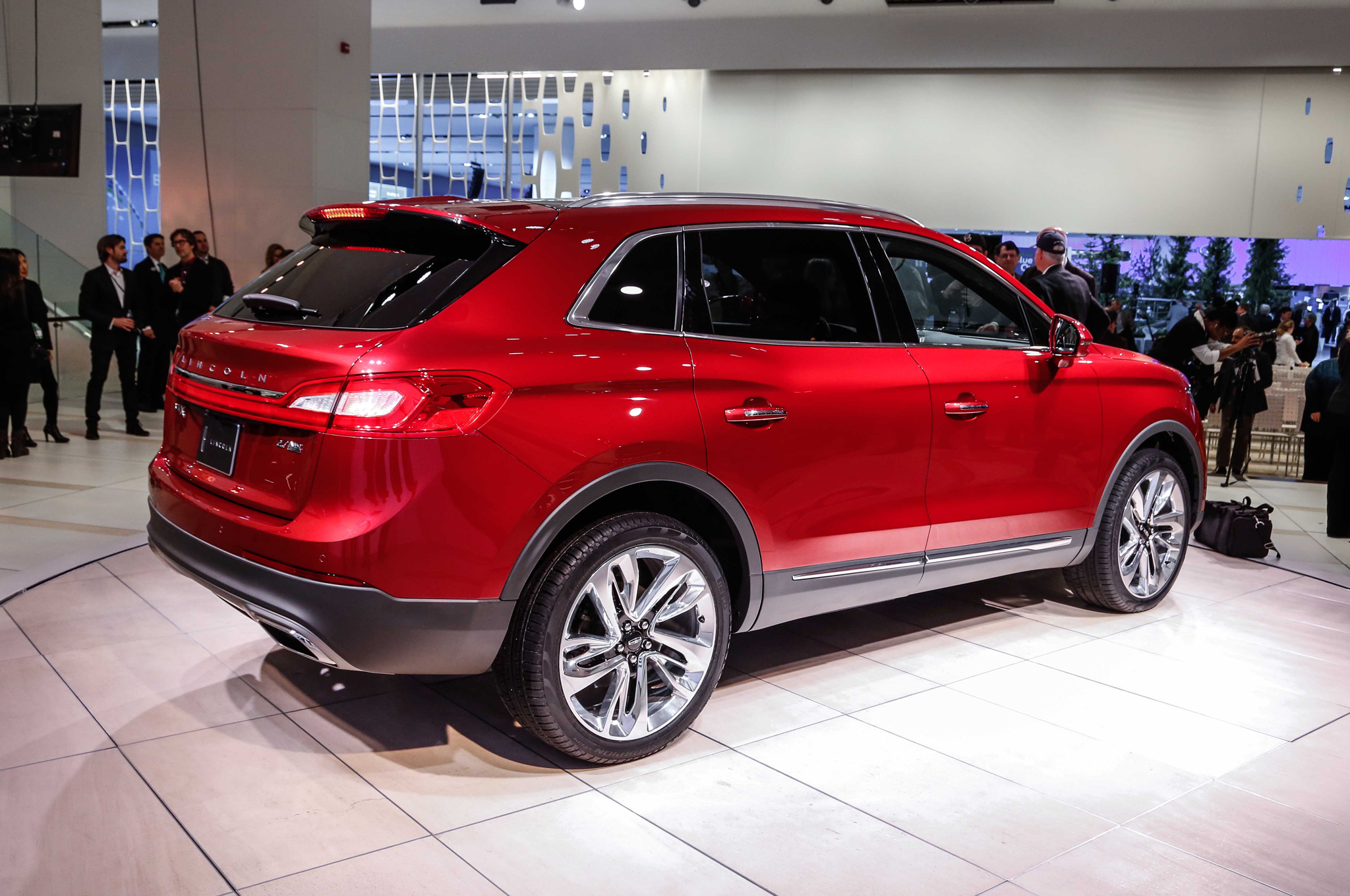 2016 Lincoln MKX Rear Side