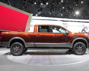 2016 Nissan Titan Right Side Photo