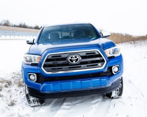 2016 Toyota Tacoma Front End View