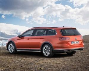 2016 Volkswagen Passat Alltrack Left Side Preview