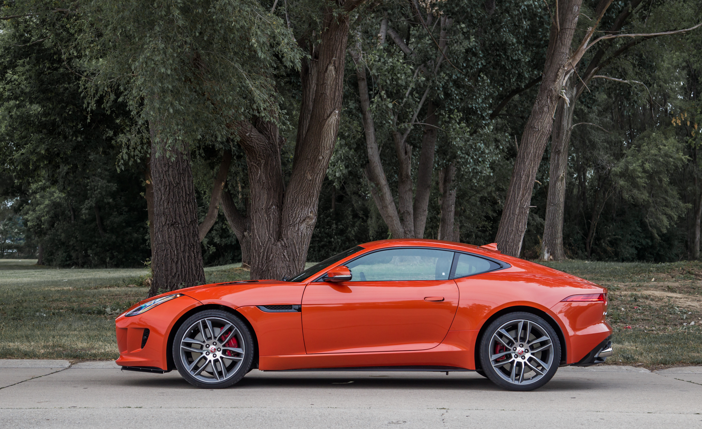 2015 Jaguar F-type R Coupe Exterior Side