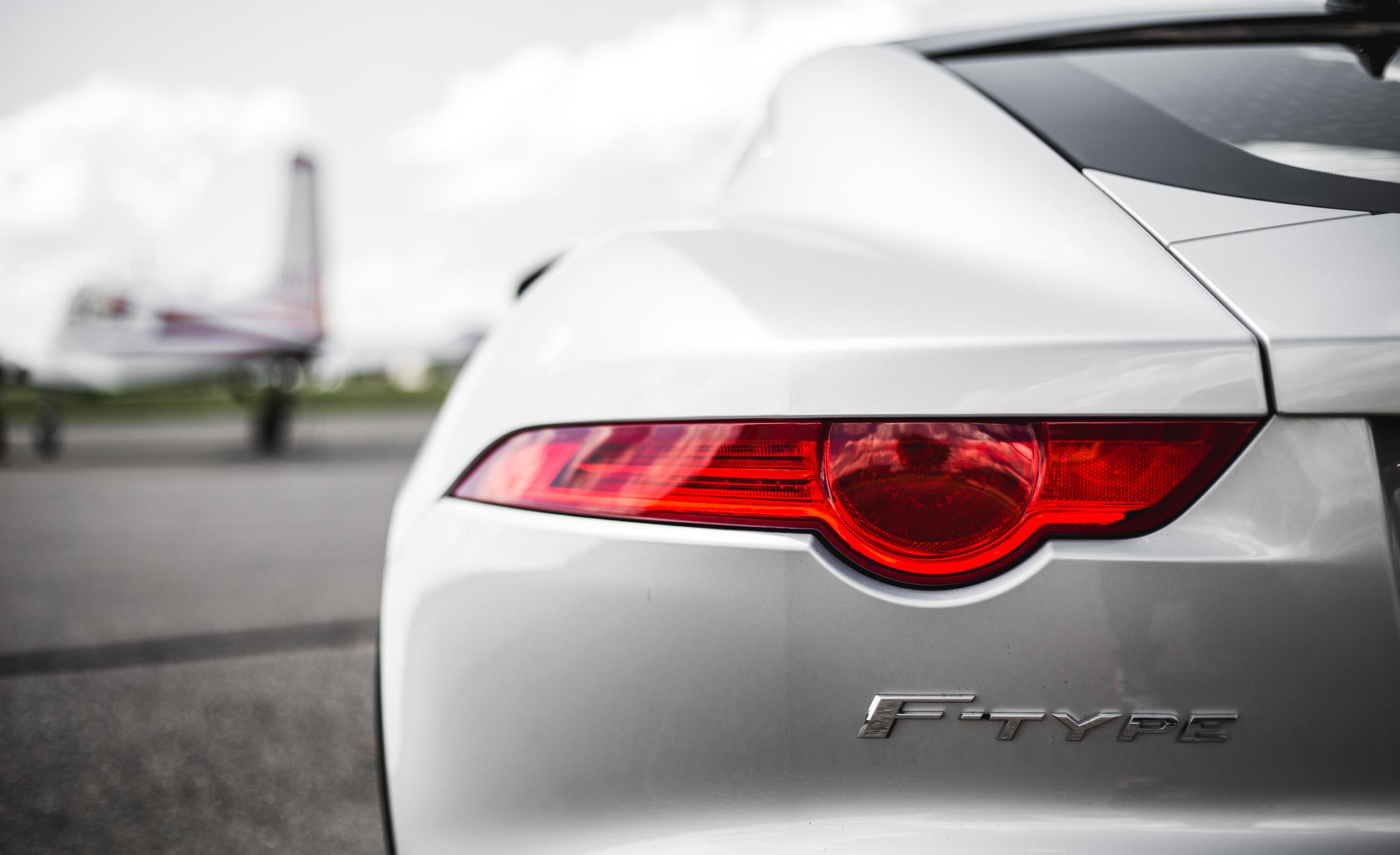2016 Jaguar F-Type S Exterior Taillight