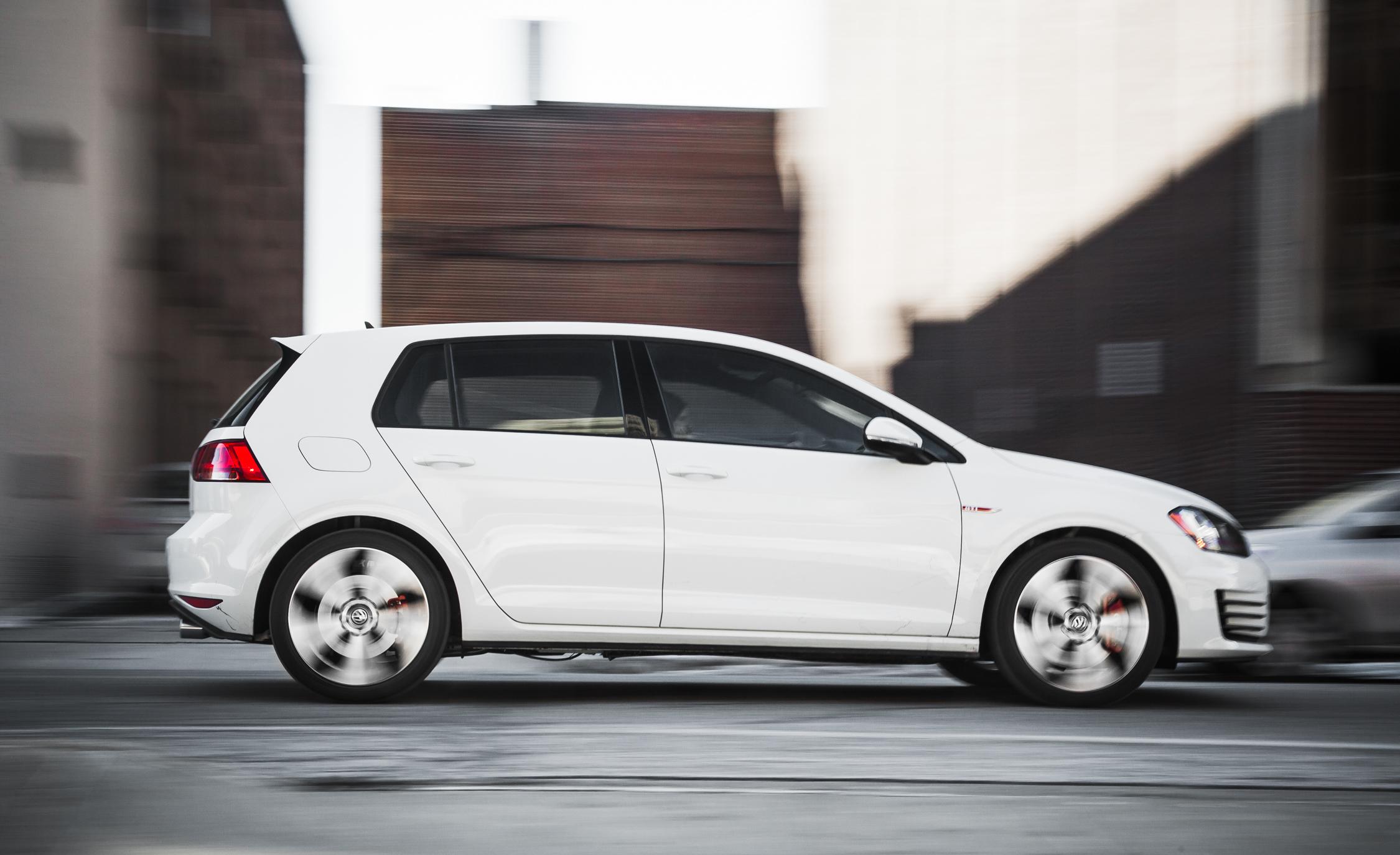 Side View Volkswagen GTI 2015