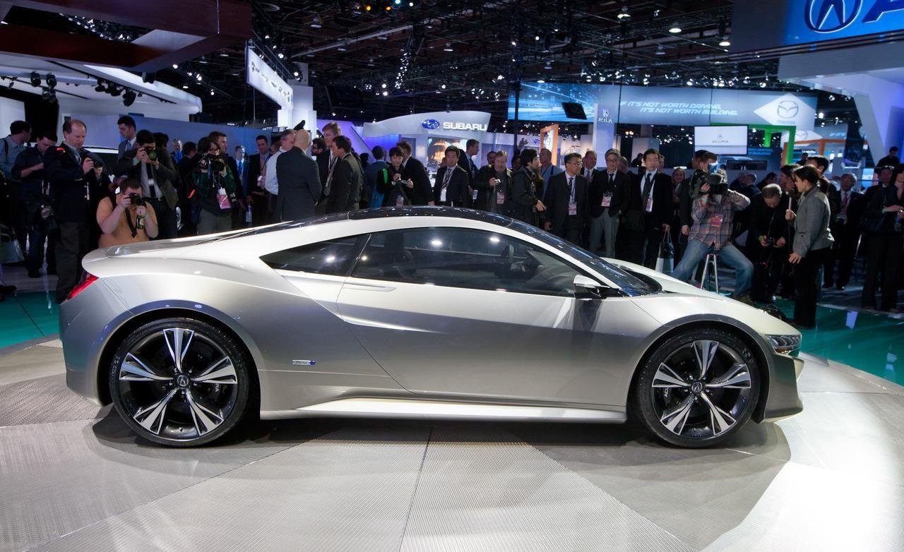 Side Exterior: 2016 Acura NSX