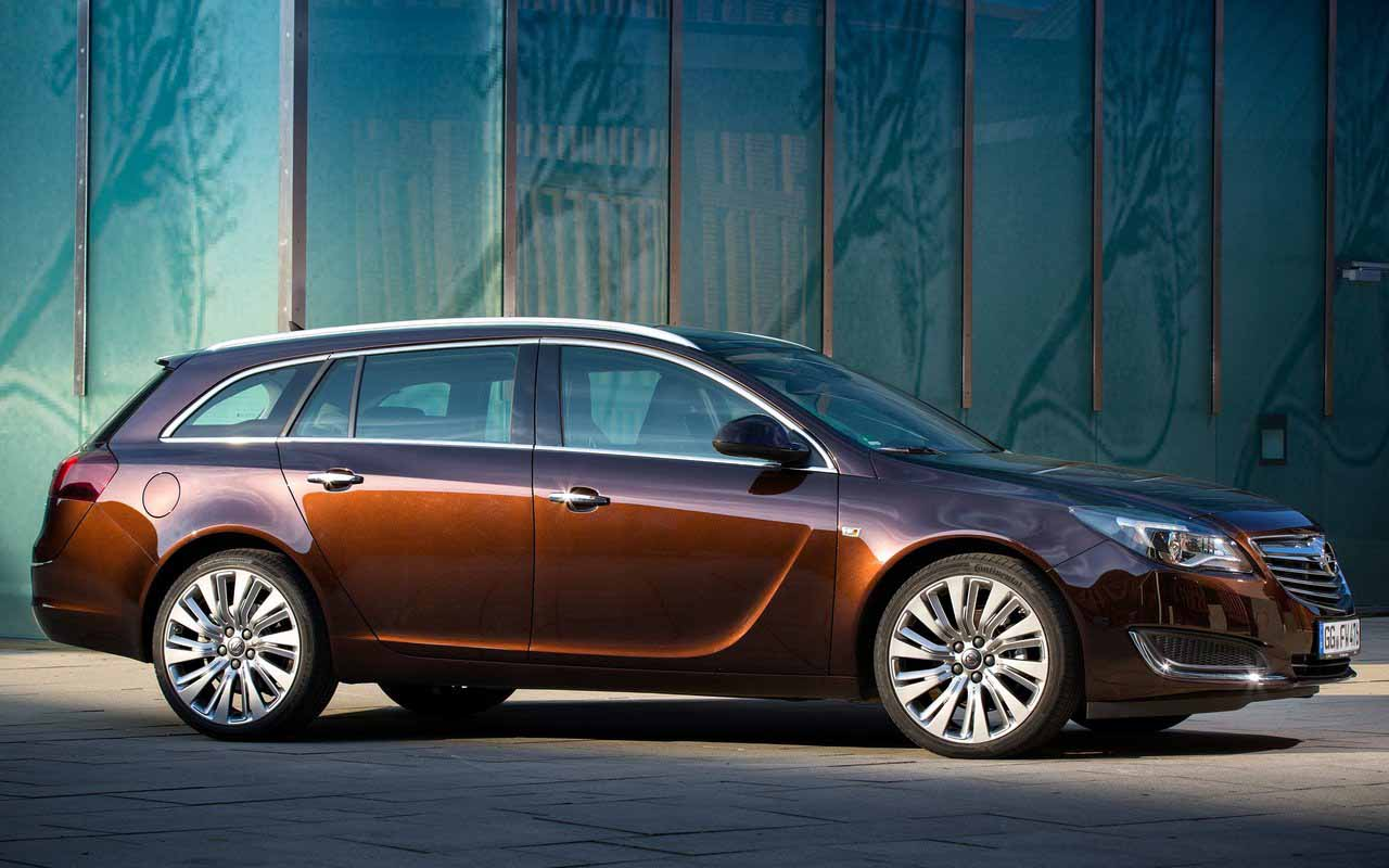Side Exterior: 2016 Opel Insignia