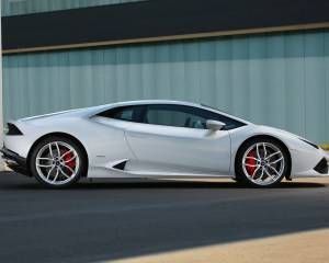 Side Exterior: The 2015 Lamborghini Huracan