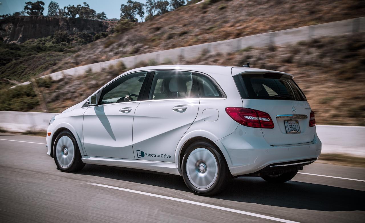 2014 Mercedes-Benz B-Class Test Rear Side View
