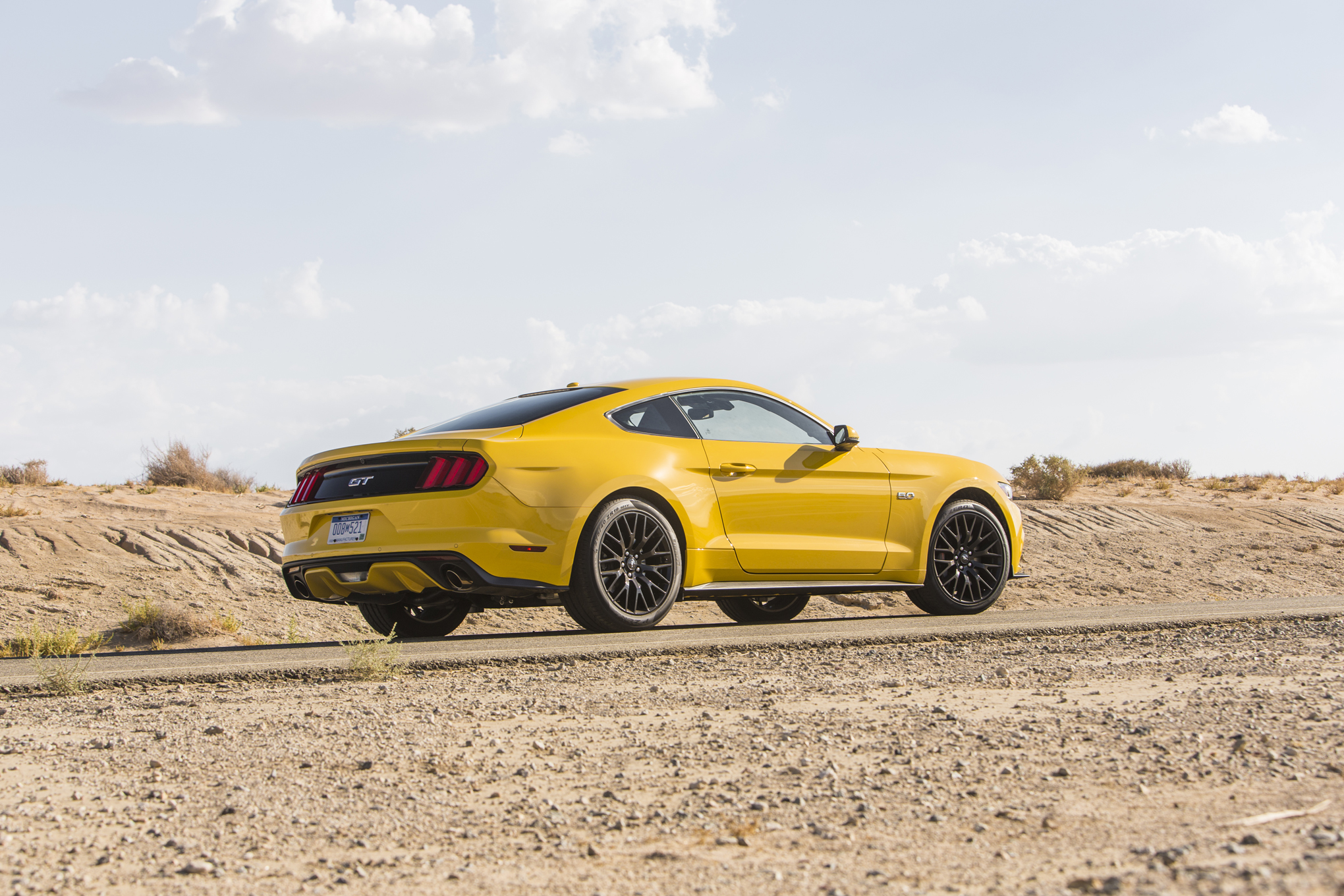 2015 Ford Mustang GT Rear Side Photo