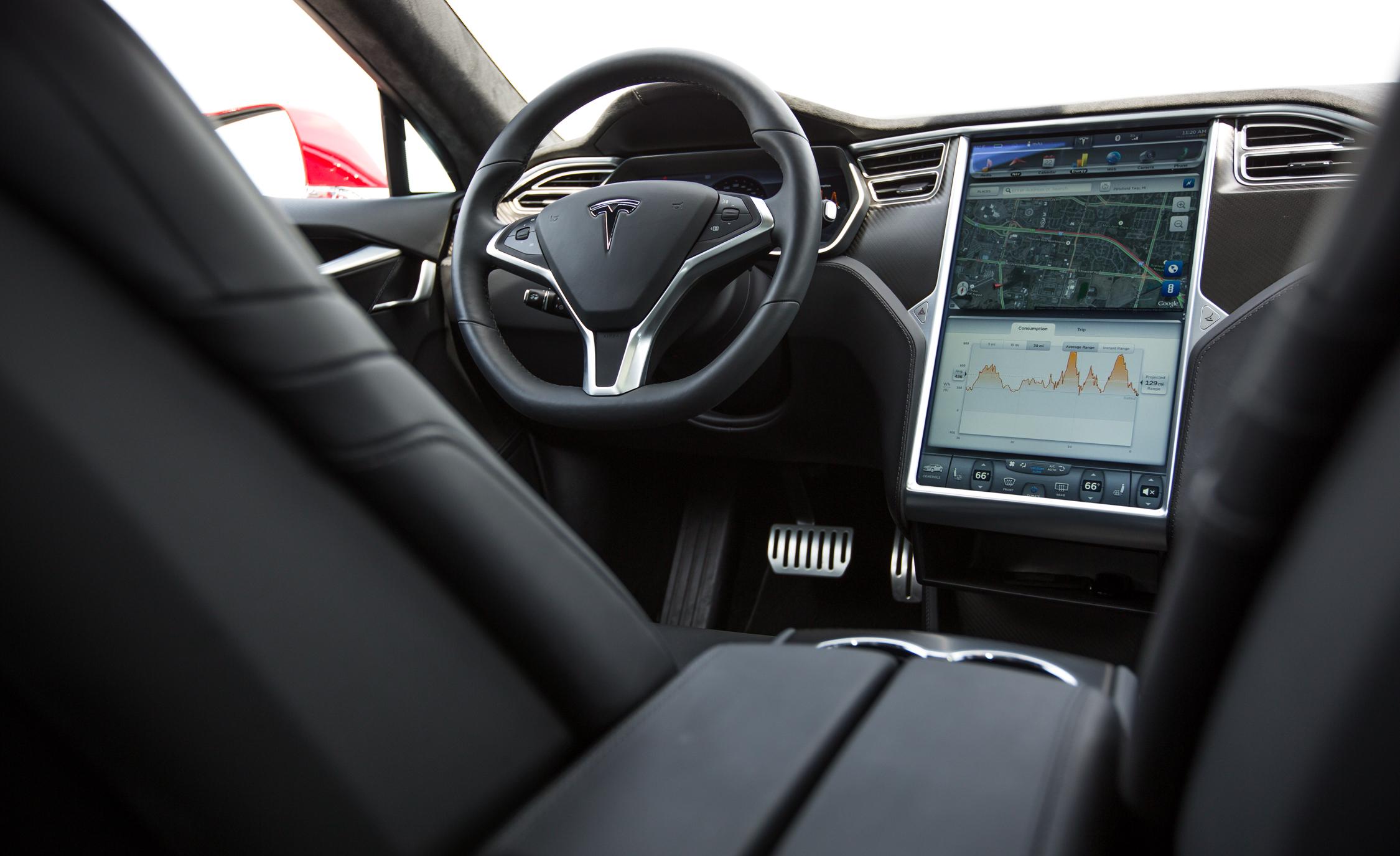 2015 Tesla Model S P85D Cockpit and Head Unit