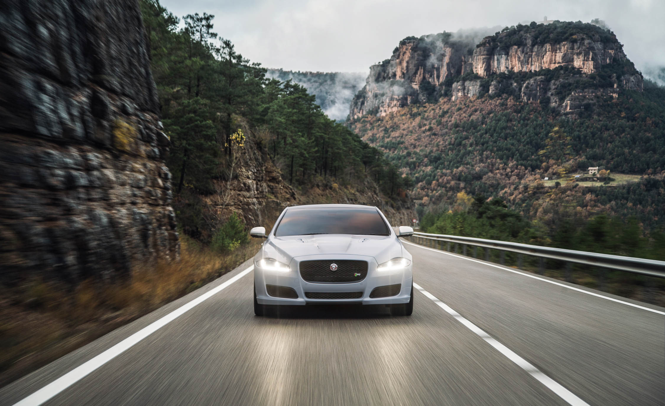 2016 Jaguar XJR Front View