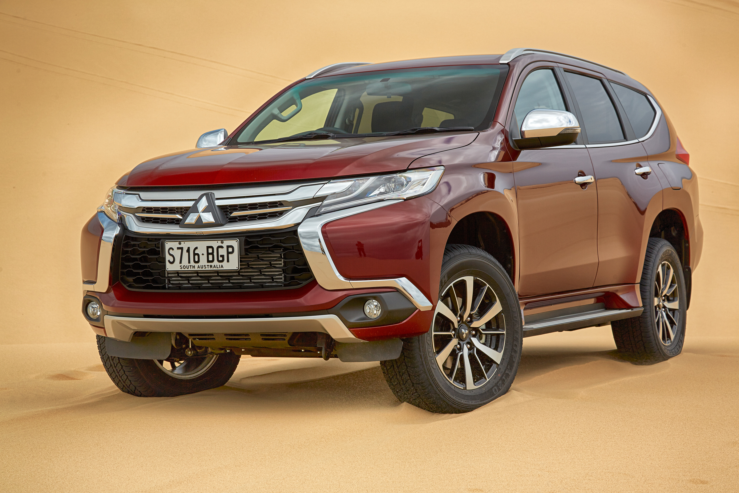 Front Side Exterior 2016 Mitsubishi Pajero Sport