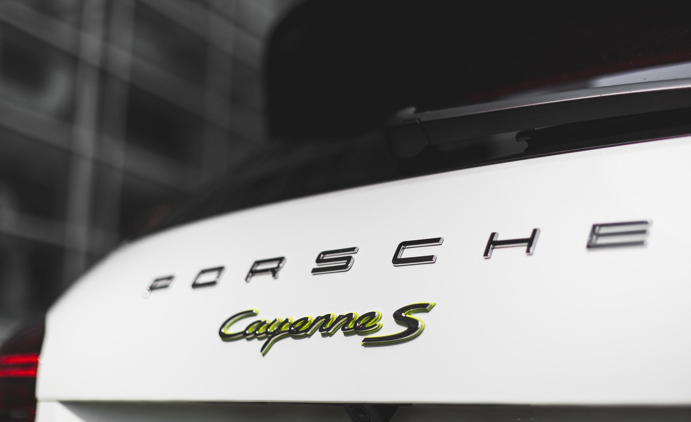Rear Emblem Porsche Cayenne S E-Hybrid