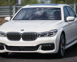 2016 BMW 750i xDrive White Exterior Front and Side