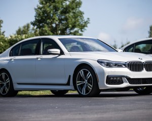 2016 BMW 750i xDrive White Exterior Side
