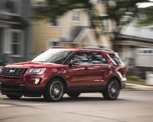2016 Ford Explorer Sport Test Front and Side View