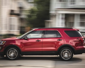 2016 Ford Explorer Sport Test Side View