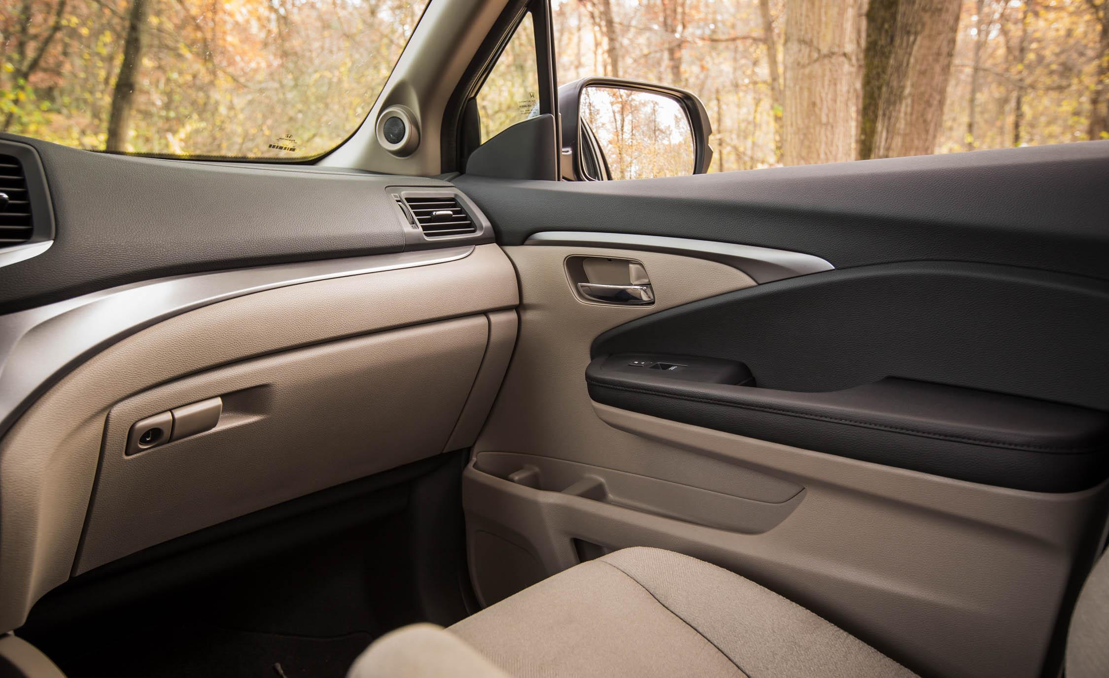 2016 Honda Pilot EX FWD Interior Passenger Dash