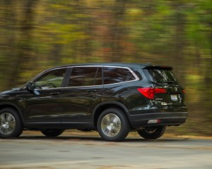2016 Honda Pilot EX FWD Test Side and Rear View