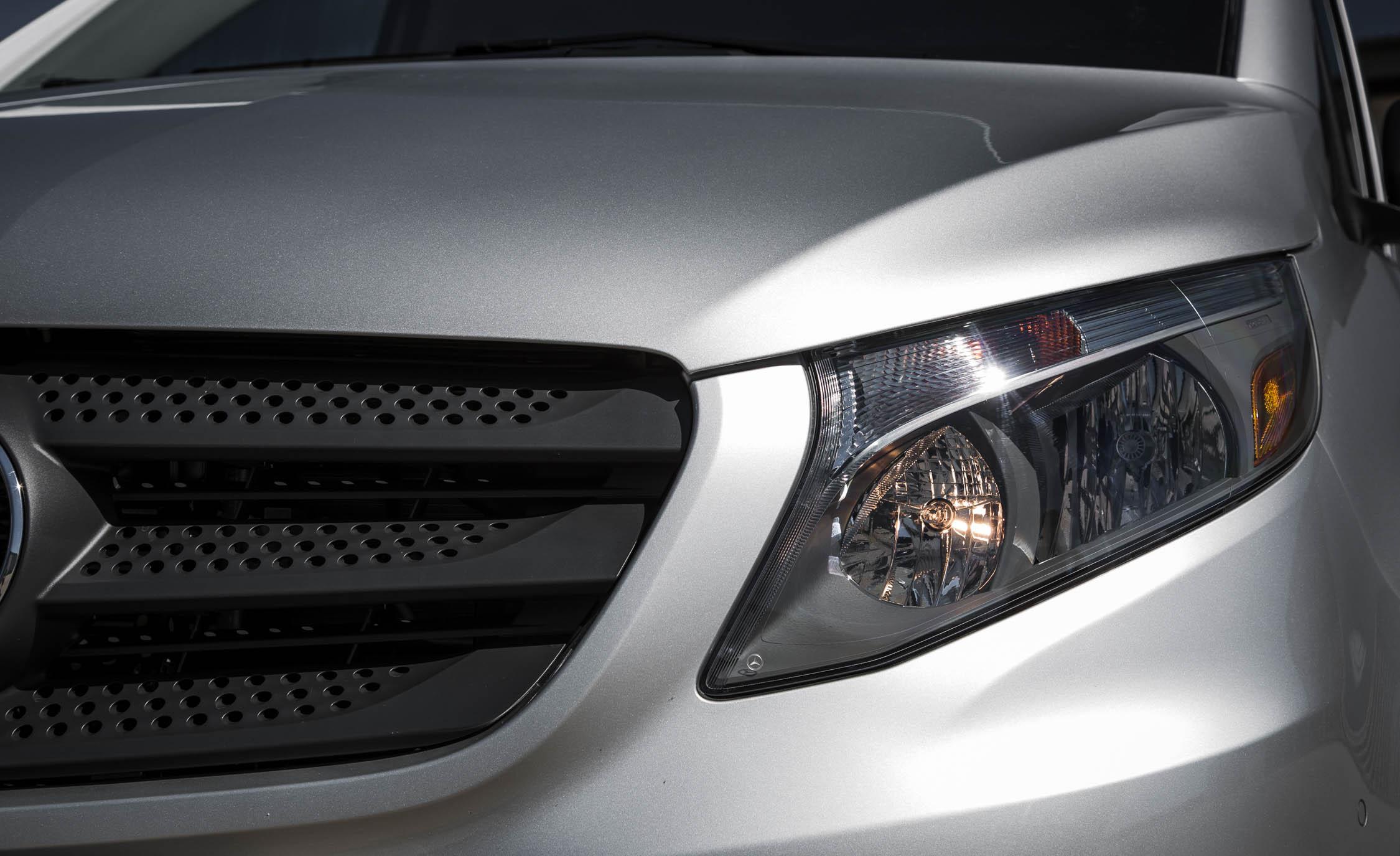 2016 Mercedes-Benz Metris Exterior Headlight