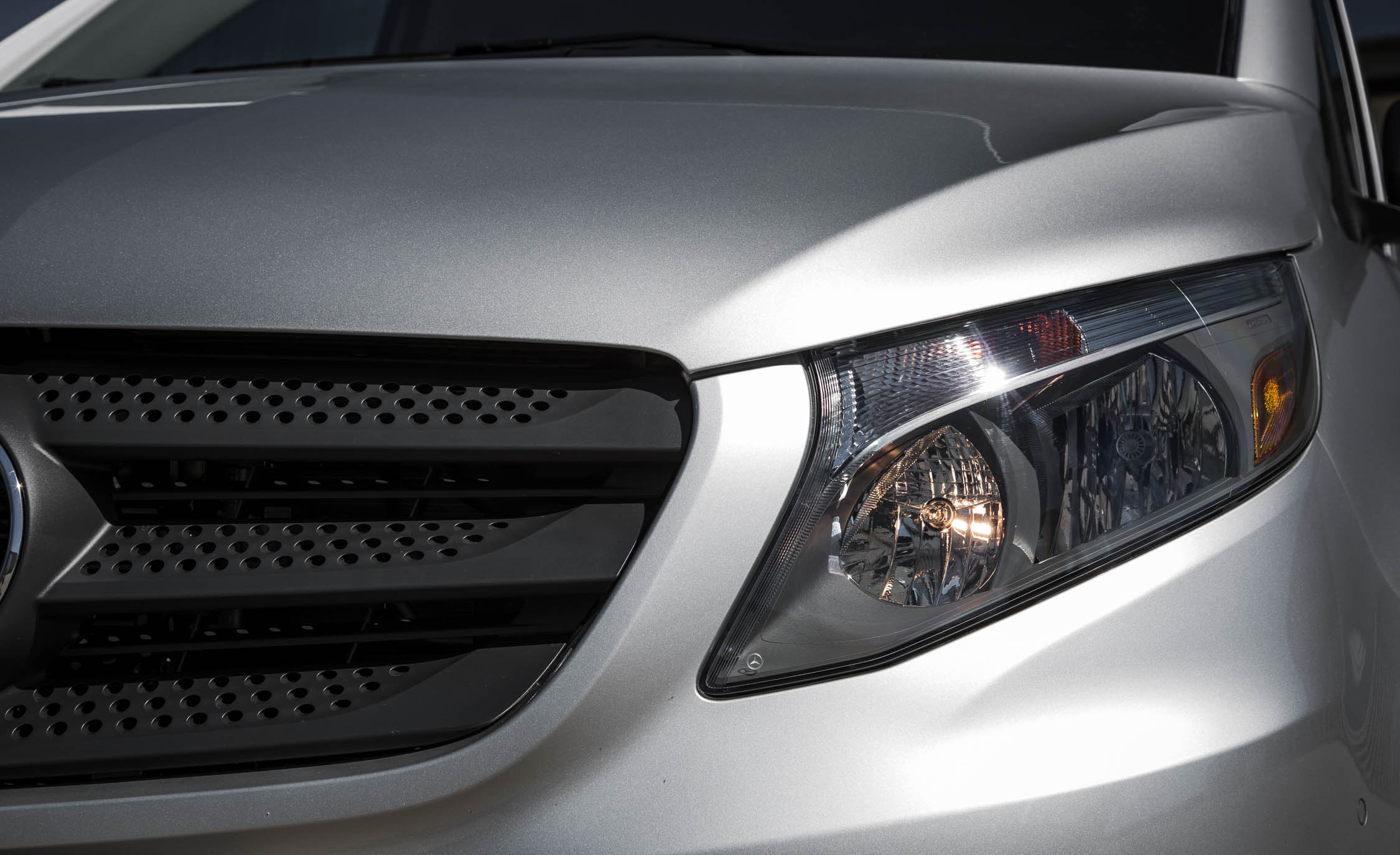 2016 Mercedes-Benz Metris Exterior Headlight