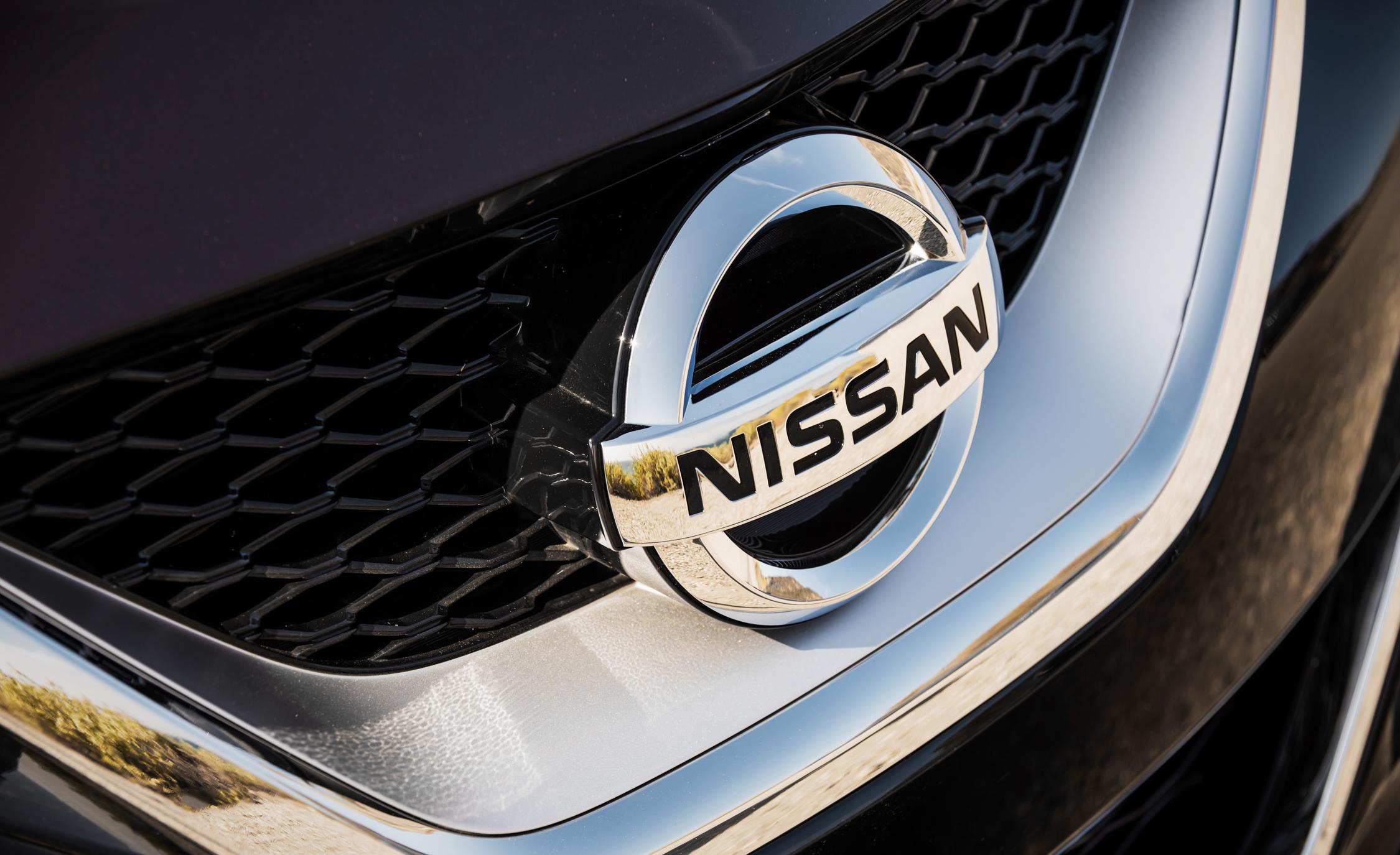 2016 Nissan Maxima SR Exterior Badge Front
