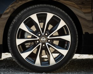 2016 Nissan Maxima SR Exterior Wheel Trim