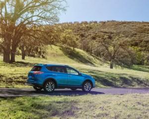 2016 Toyota RAV4 Hybrid Test Side View