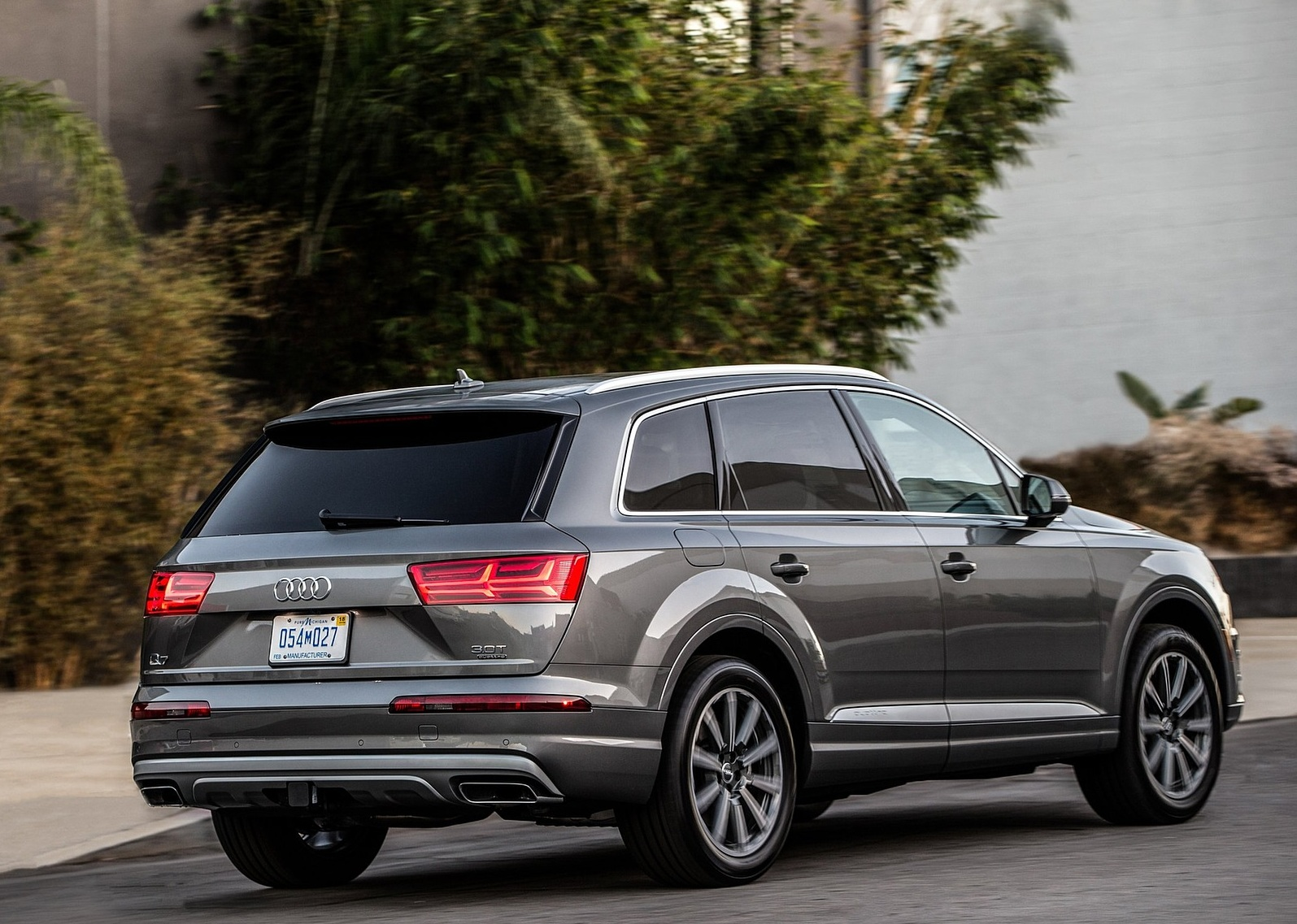 2017 Audi Q7 SUV Rear View