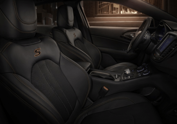 2017 Chrysler 200 seats interior