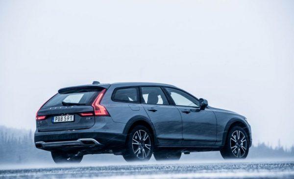 2017 Volvo V90 Cross Country Side
