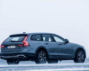 2017 Volvo V90 Cross Country Full Side View
