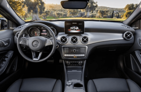 2018 Mercedes Benz GLA Class dashboard review