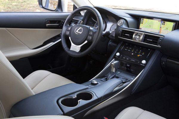 2017 Lexus IS interior review
