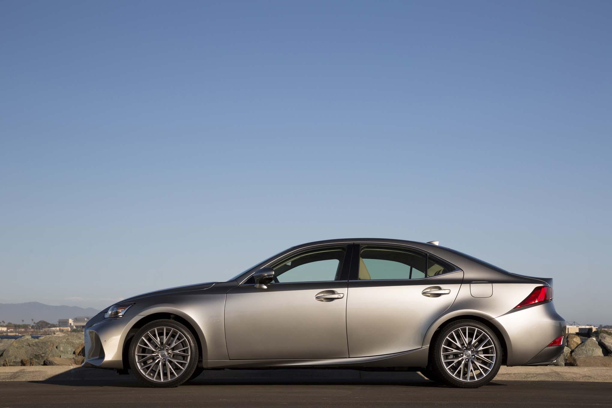 2017 Lexus IS Side View