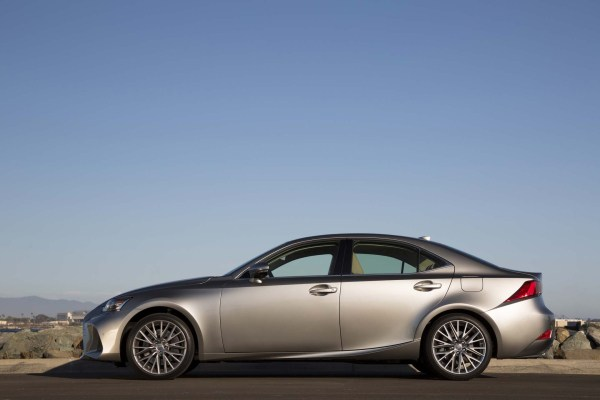 2017 Lexus IS side review