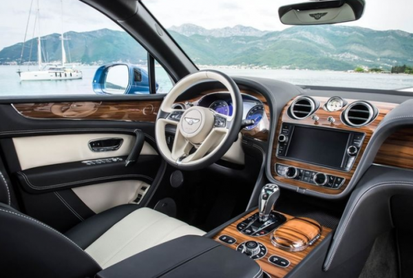 2018 Bentley Bentayga steering wheel review