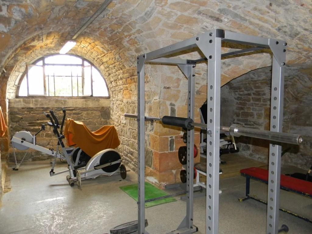 Salle de musculation de petite pièce