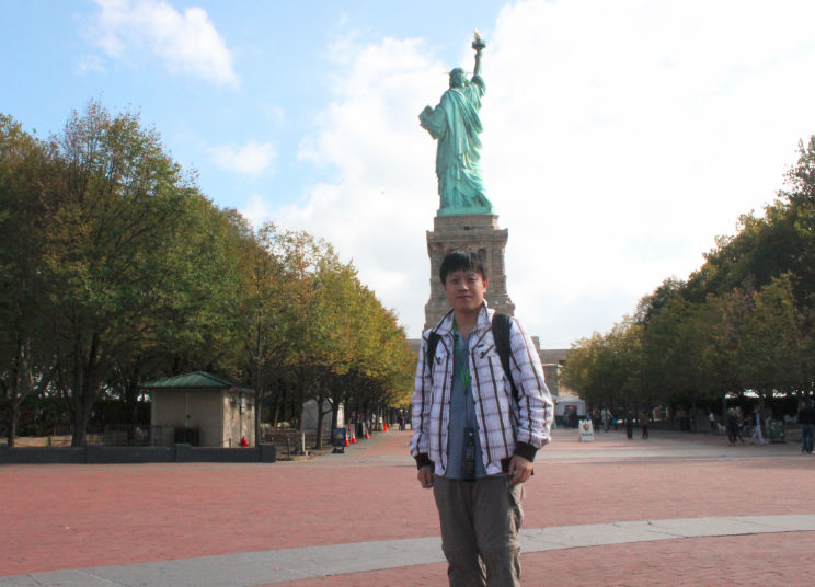 statue-back
