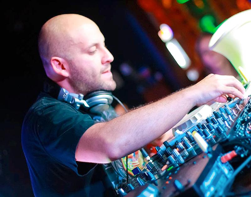 DJ_Francis-Davila