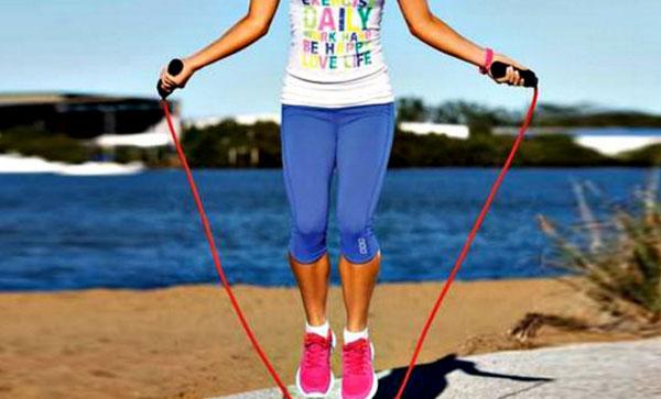 Скакалка — проверенный и быстрый метод похудения и формирования красивой фигуры