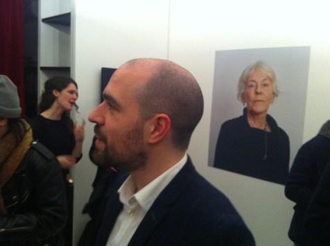 Petra Stavast (a sinistra sullo sfondo), il curatore Marcadent e uno degli scatti che ritrae Ramya