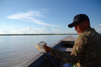 Juan Carlos in the boat to San Miguel, catching a fish that jumped above the wooden boat