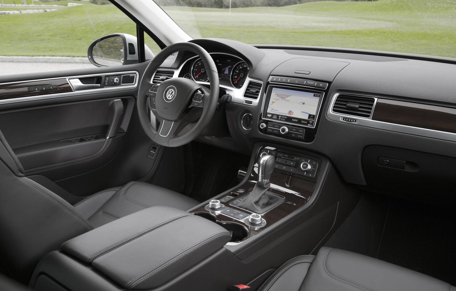 hight resolution of 2015 volkswagen touareg facelift interior