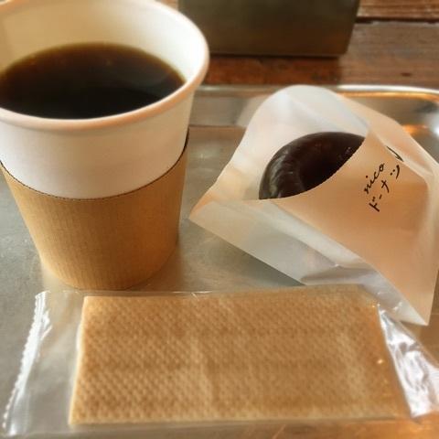 nicoドーナツ チョコレートドーナツとコーヒー