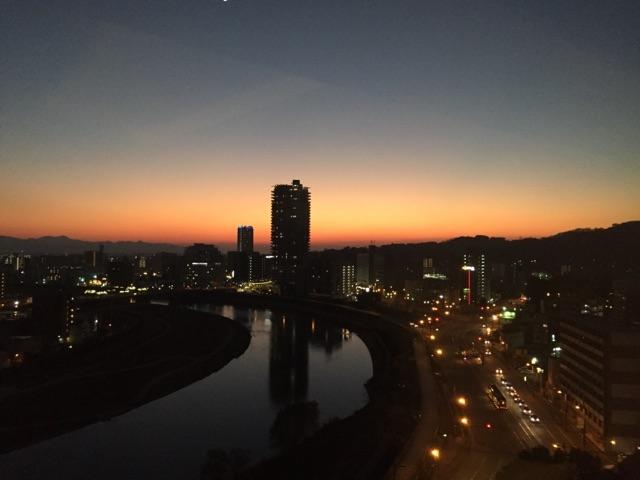 ホテルの部屋からの夕焼け